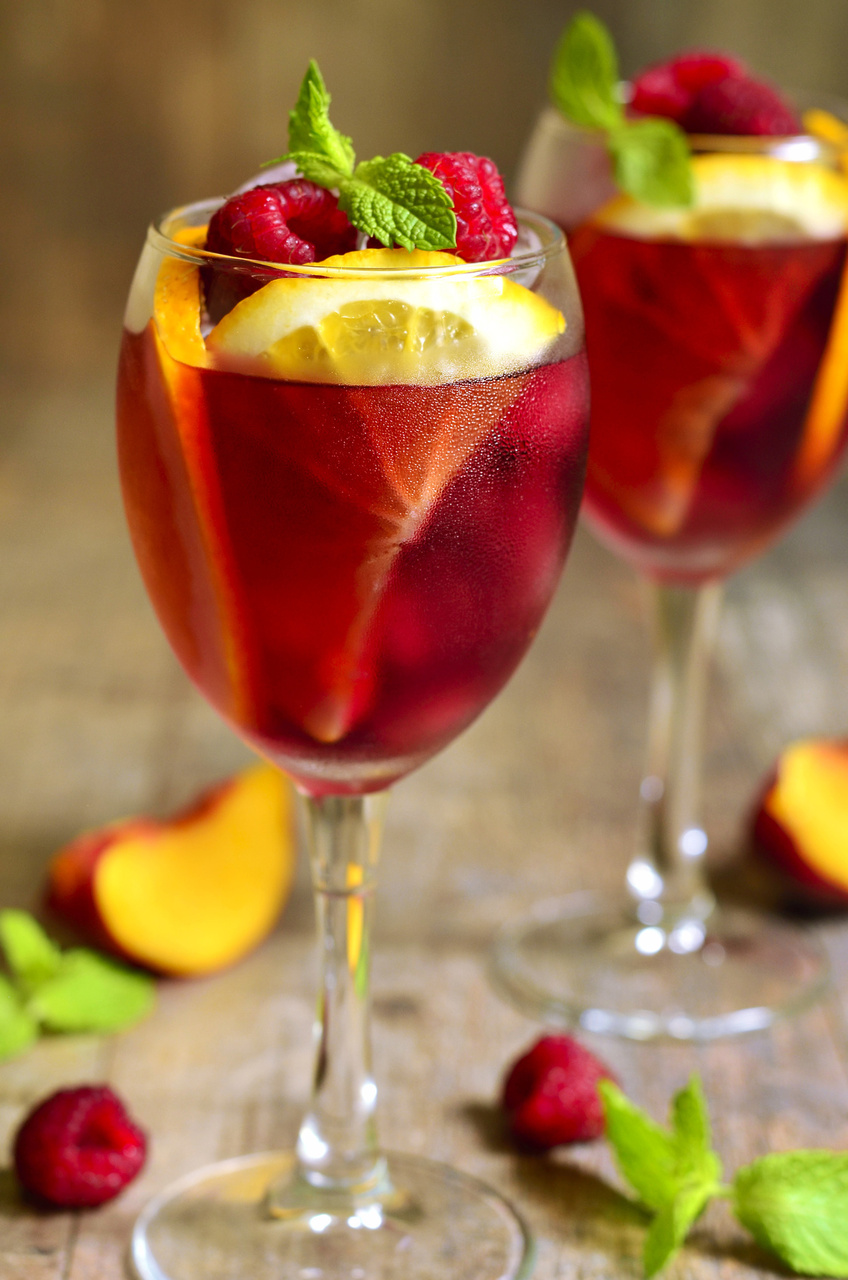 7 Summer Cocktail Recipes: Champagne Fruit Punch